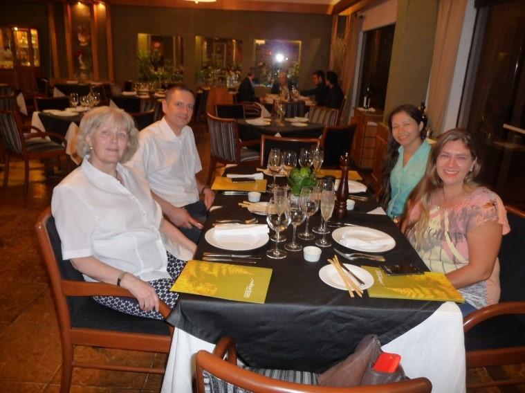 Abendessen mit unserem Agenten (Umzugslogistik) in Asuncion, FWN beide links