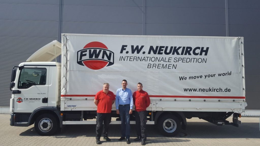 v l n r: Michael Döll (Fahrer), Dennis Hohmann (Standortleiter), Dennis Flaig (Teamleiter Lager)