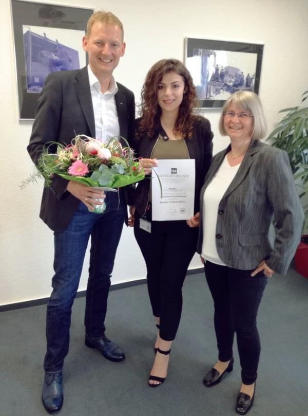 Geschäftsführer (Leiter Vertrieb) Sven Bley und Beate Kutter (Leiterin Personal/ Finanzen) gratulieren von Herzen.